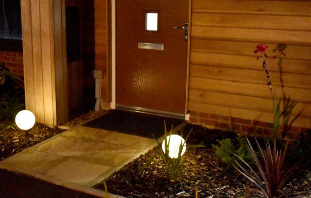 we supply outdoor globe solar lights and lighting